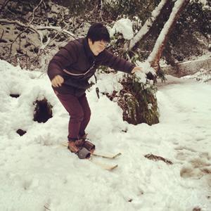 大満寺にて手づくり竹スキー